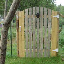 Pallet Gate Cheap Chicken Coop Ideas