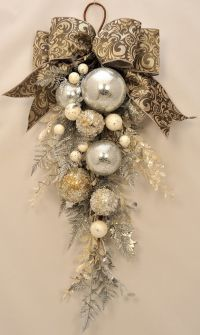 Elegant Christmas - Stunning Ornament and Crystal ...