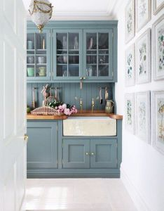 Country houses also manor kitchen countrymanorkitchen painted units rh pinterest