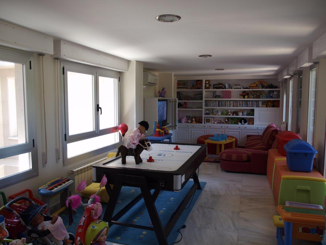 Sala de juegos para nios Saln infantil amplio para