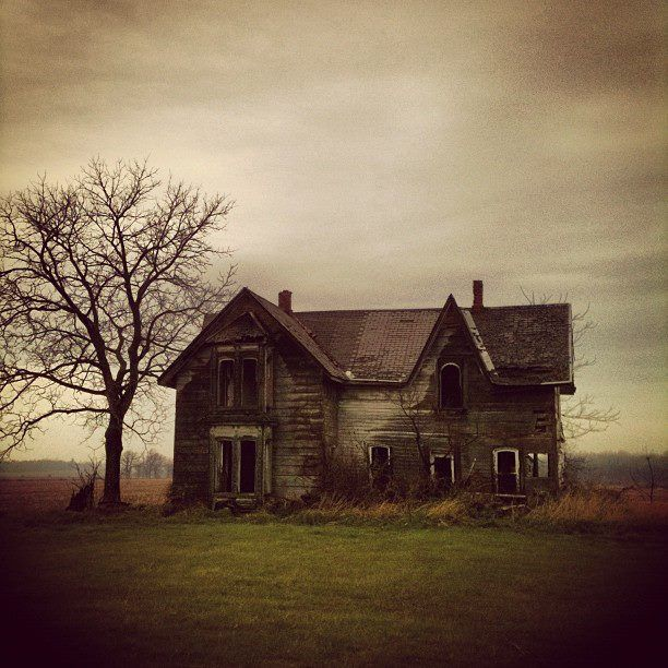 Best 25 Old abandoned houses ideas on Pinterest  Old buildings Abandoned houses and Abandoned