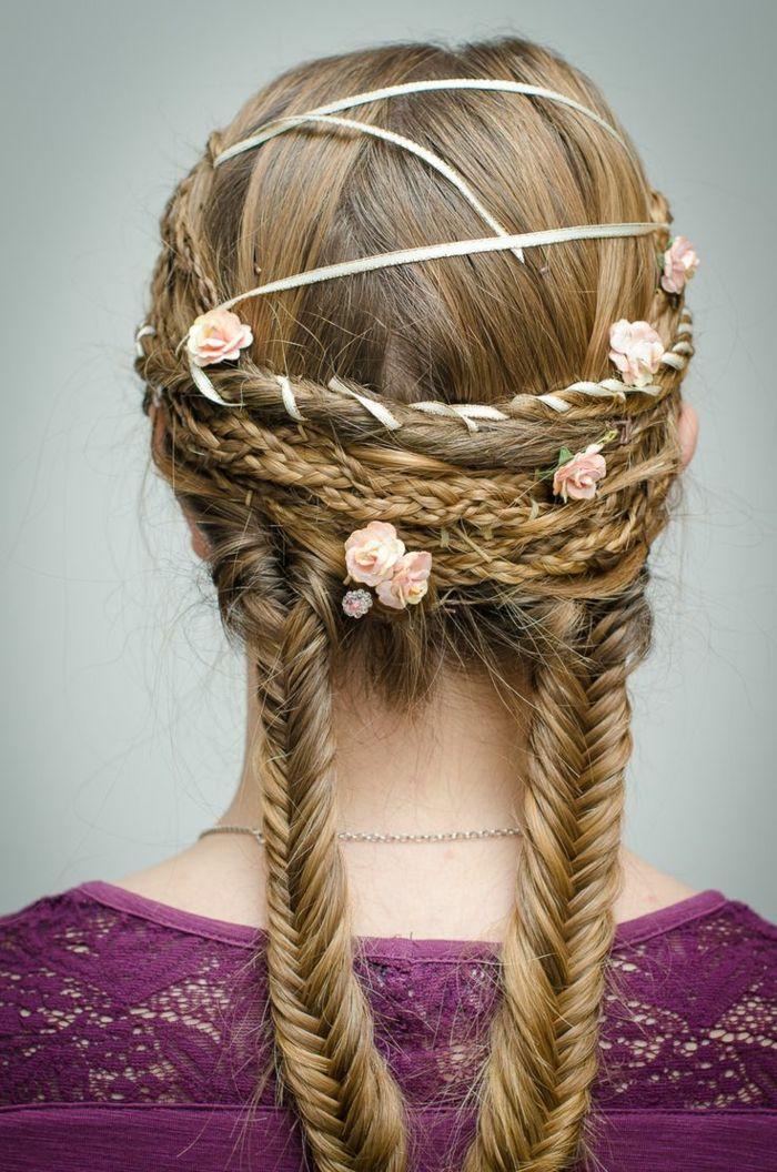 Blondes Haar Mit Rosa Blüten Geflochteten Viele Zöpfe Und Weißes