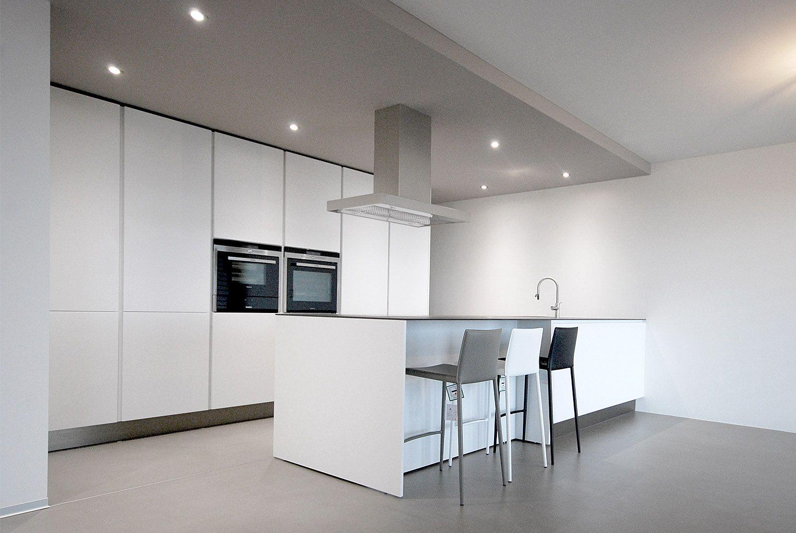 Progetto Cucina Varenna Poliform Cucina moderna di design laccata opaca con piano in ceramica