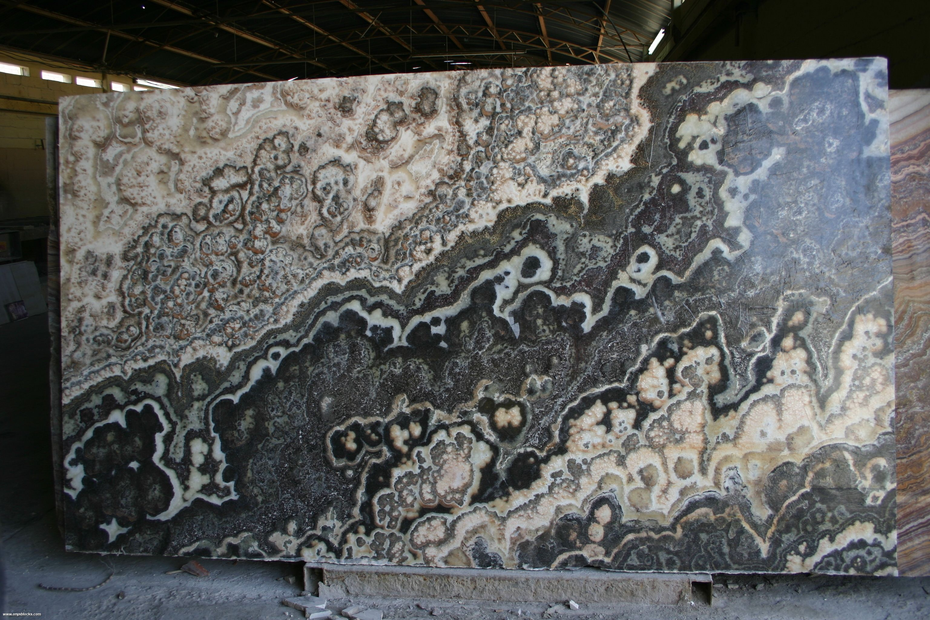 Black Onyx Slabs http://www.onyx.com.mx/black