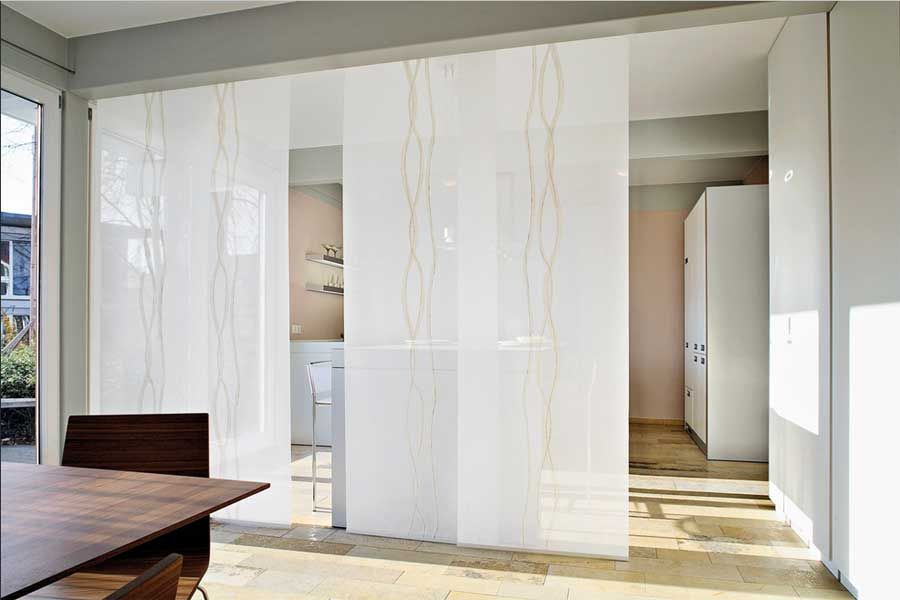 Raumteiler vorhang wei mit schiebegardinen flchenvorhnge fr teiler zwischen kche und