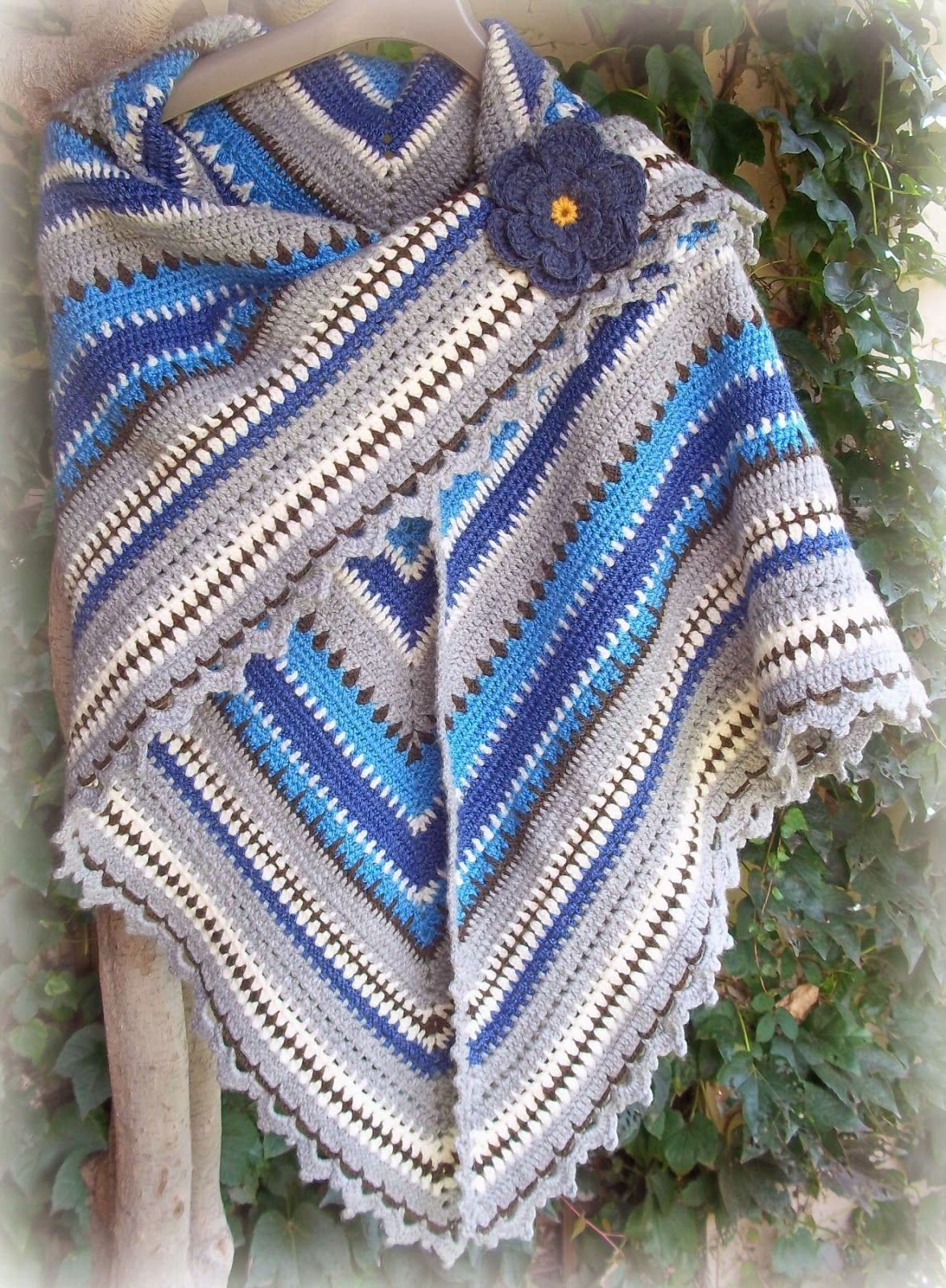 Triangle Shawl: Forever in Blue Jeans Tutorial ~Teresa