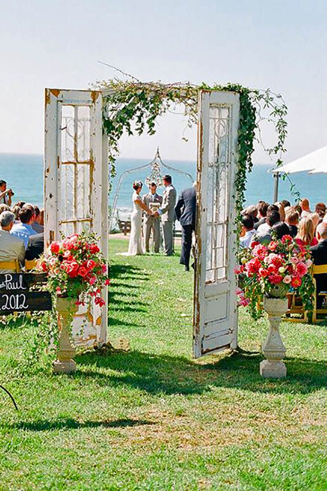 30 Rustic Old Door Wedding Decoration Ideas
