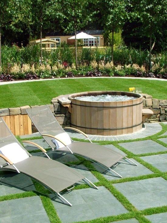 ... holzverkleidung rund ideen whirlpool im garten patio ...