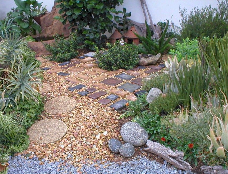 Exotic And Freshing Minimalist Garden Design With Stone Paving