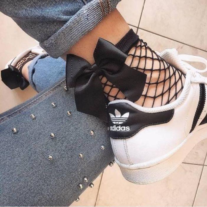 Resultado de imagen de jeans with ankle fishnets