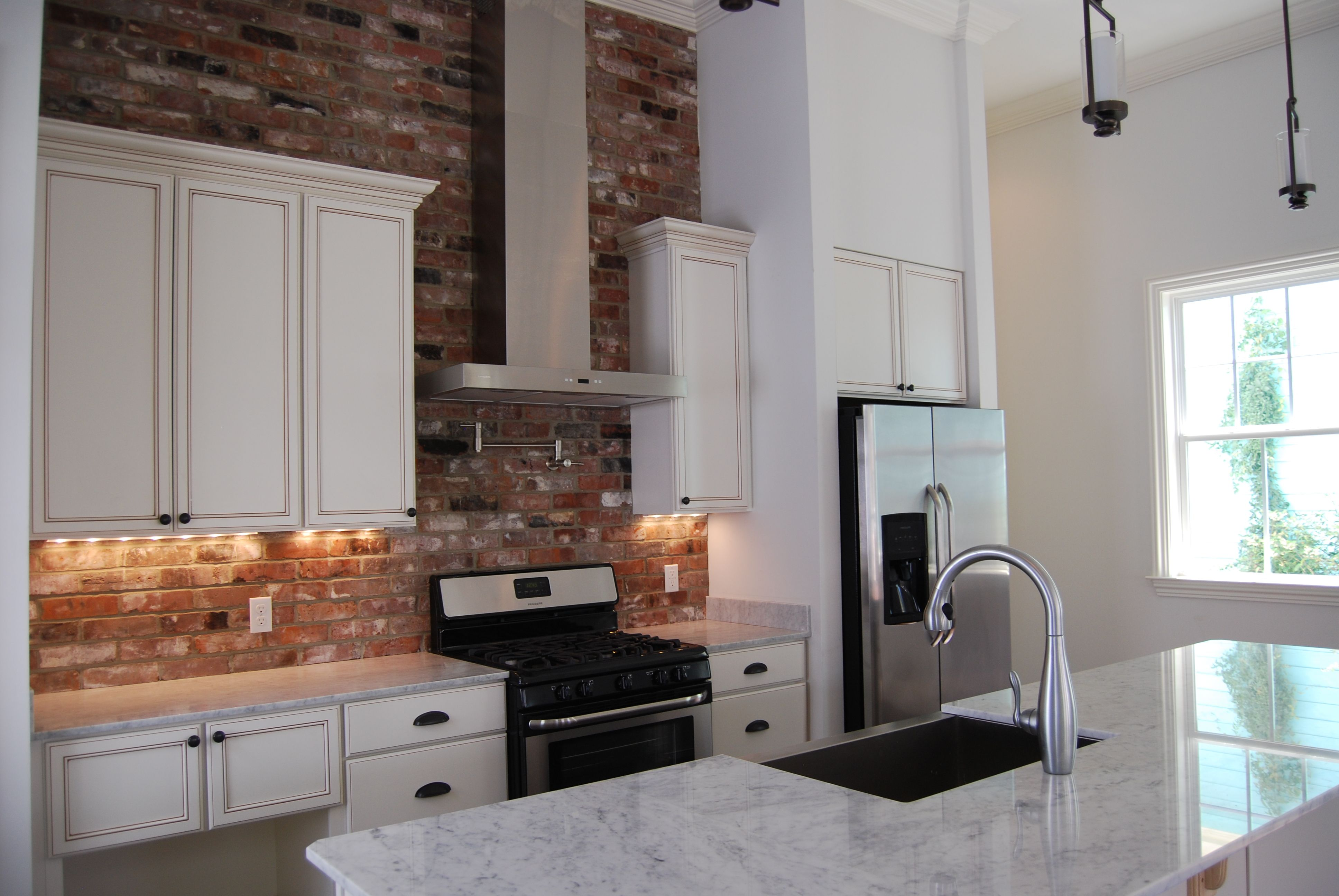 Solid Wood Cabinets With Mocha Glaze White Carrara Marble