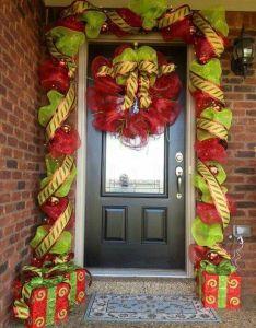 Inside of front door idea  whole bunch christmas porch decorating ideas also asi quiero mi puerta esta navidad decorations rh pinterest