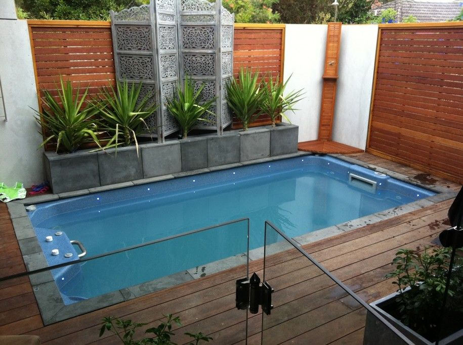 20 Amazing Small Backyard Designs With Swimming Pool Gardens