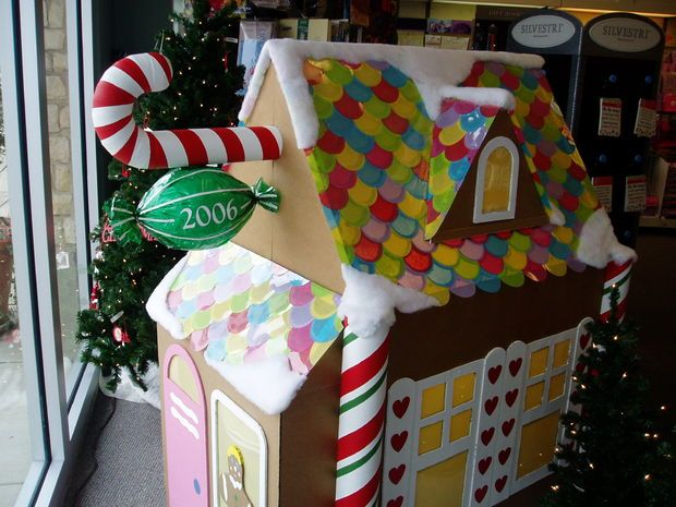 Make A Gingerbread Playhouse Playhouses Gingerbread And Decoration