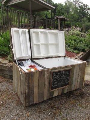 Awesome Rustic Cooler From Broken Refrigerator and Pallets