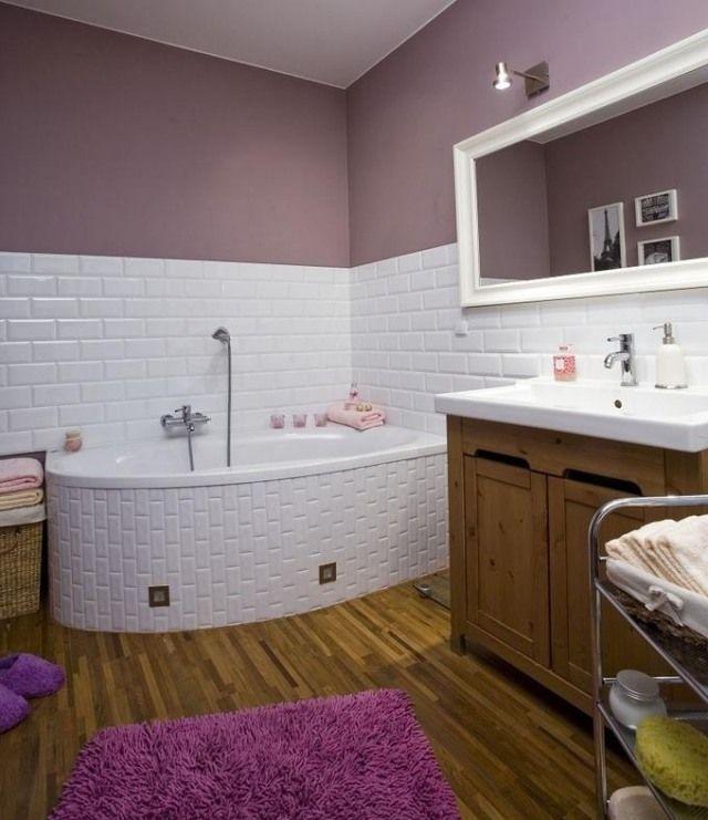 farbe badezimmer streichen flieder lila weie fliesen