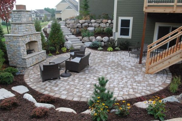 retaining wall stairs leading