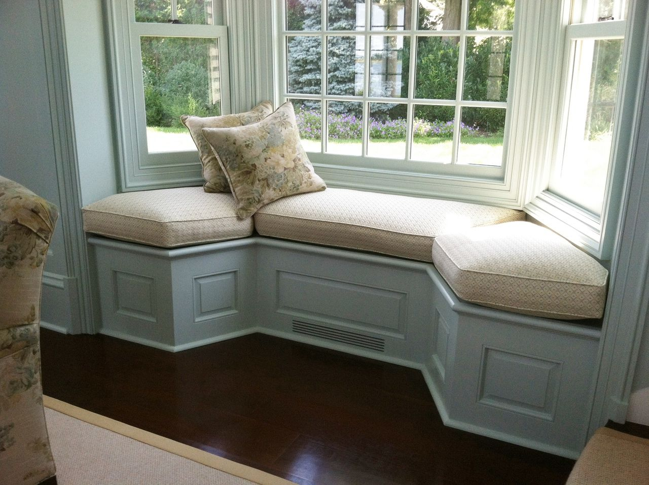 bay window sofa seating sofas y butacas vintage country seat cushion cushions