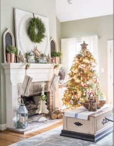 Holiday decorations for the fireplace mantel great christmas decorating ideas inside this post also it   time housewalk mantels rh pinterest