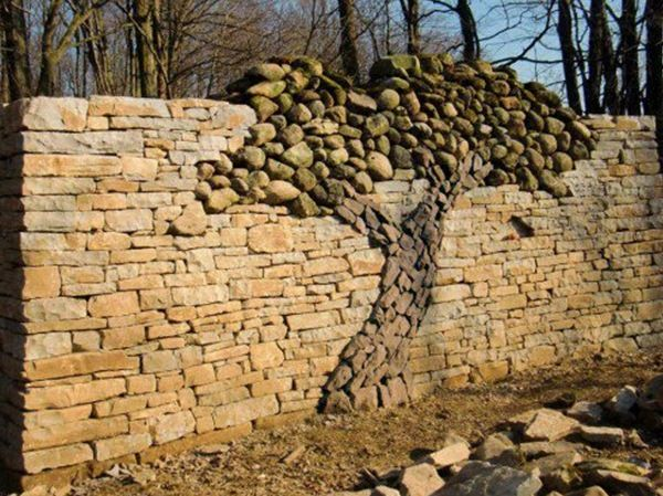 A Different Approach To A Stacked Stone Wall Re Do Pinterest