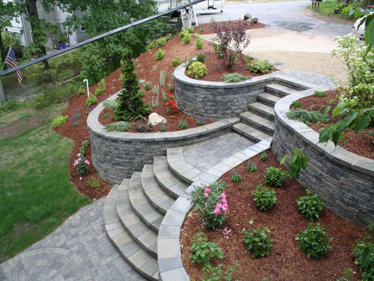 Sloping Garden Landscape Designed With Stoned Steps Walkway