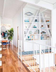 Decoracao de casa branca com transparencia  plantas escada corrimao branco piso also uma redecorada para ser vendida interior designing small rh pinterest