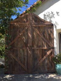 DIY Wedding Barn Door backdrop made from Pallets | Wedding ...