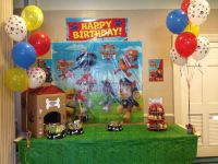 Paw Patrol Dog house w/ cupcake fire hydrant, doggy bowls