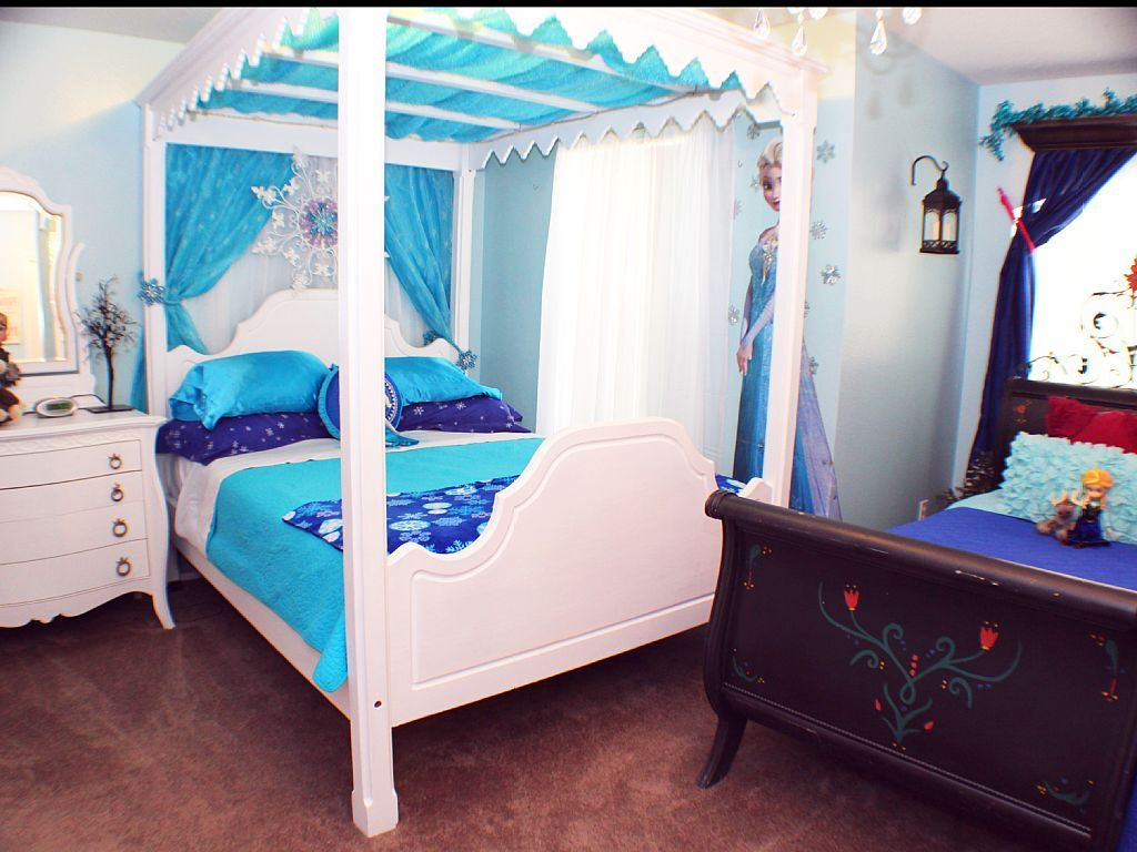 This adorable Frozen room for Queen Elsa and Princess Anna
