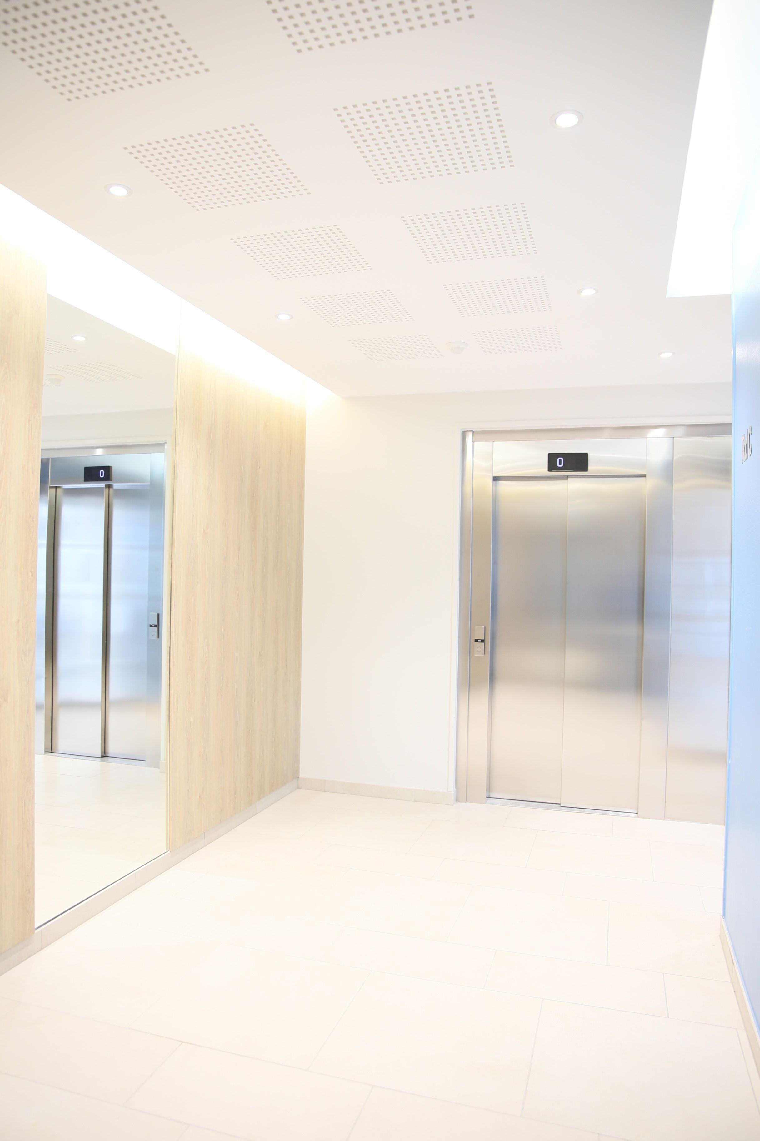 Hall dentre de limmeuble  Dcoration immeuble  Pinterest  Immeuble Entre et Couloir
