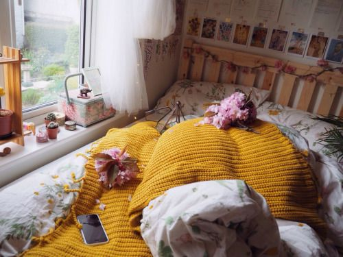 Find this pin and more on decoration  organization by stephmillr also what my bed typically looks like ig broniakidd rh pinterest