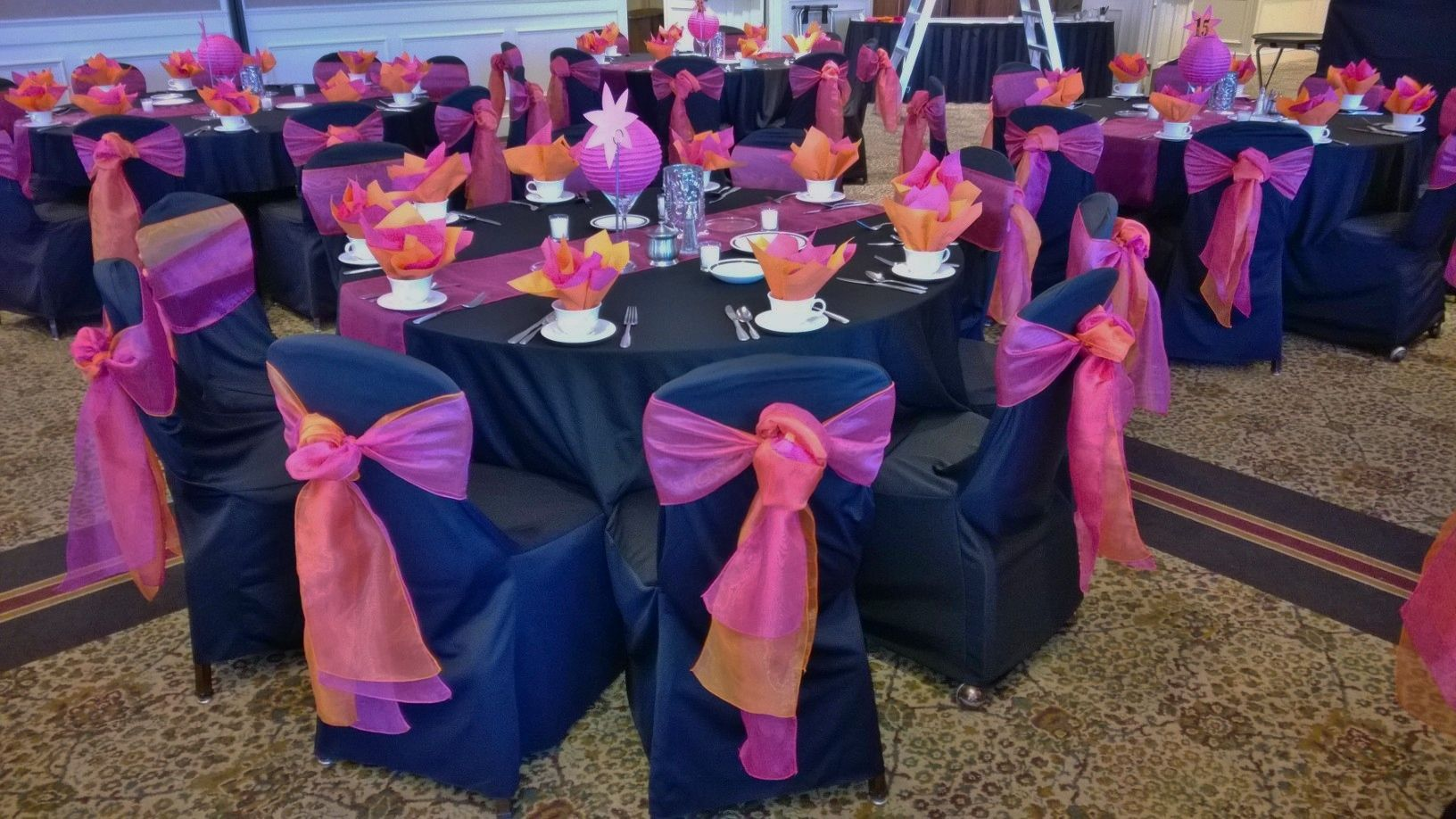 wedding chair covers east midlands cover rentals dallas texas black table linens with hot pink organza runners