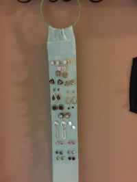 DIY - Post and Stud earring holder made from ribbon wrap ...
