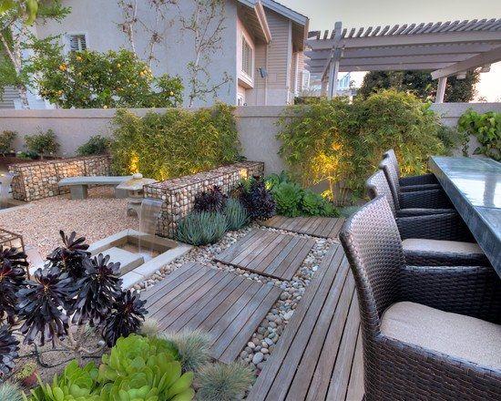 Terrasse Garten Holz Kies Gabionen Bambuspflanzen Essmöbel Rattan