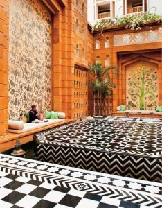 Elle decor india the courtyard at leela kempinski hotel on banks of lake pichola in udaipur rajasthan also  crazy mix rh pinterest