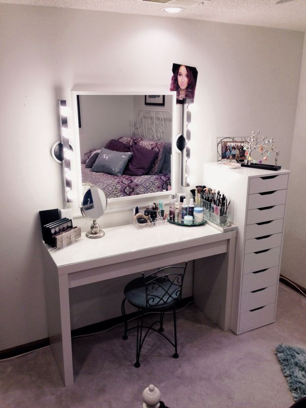 Makeup Storage Vanity. Simple Functional. Stick