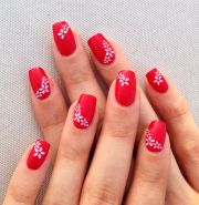 red nails with white flowers simple