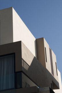 Casa Ss. Fachada Ventanas Aluminio Negro. Color