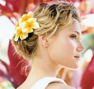 casual hairstyle with frangipanis my wedding ideas pinterest casual hairstyles easy updo