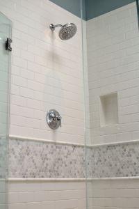 Fresh Subway Tile Bathroom Ideas - Bathroom Ideas Designs ...