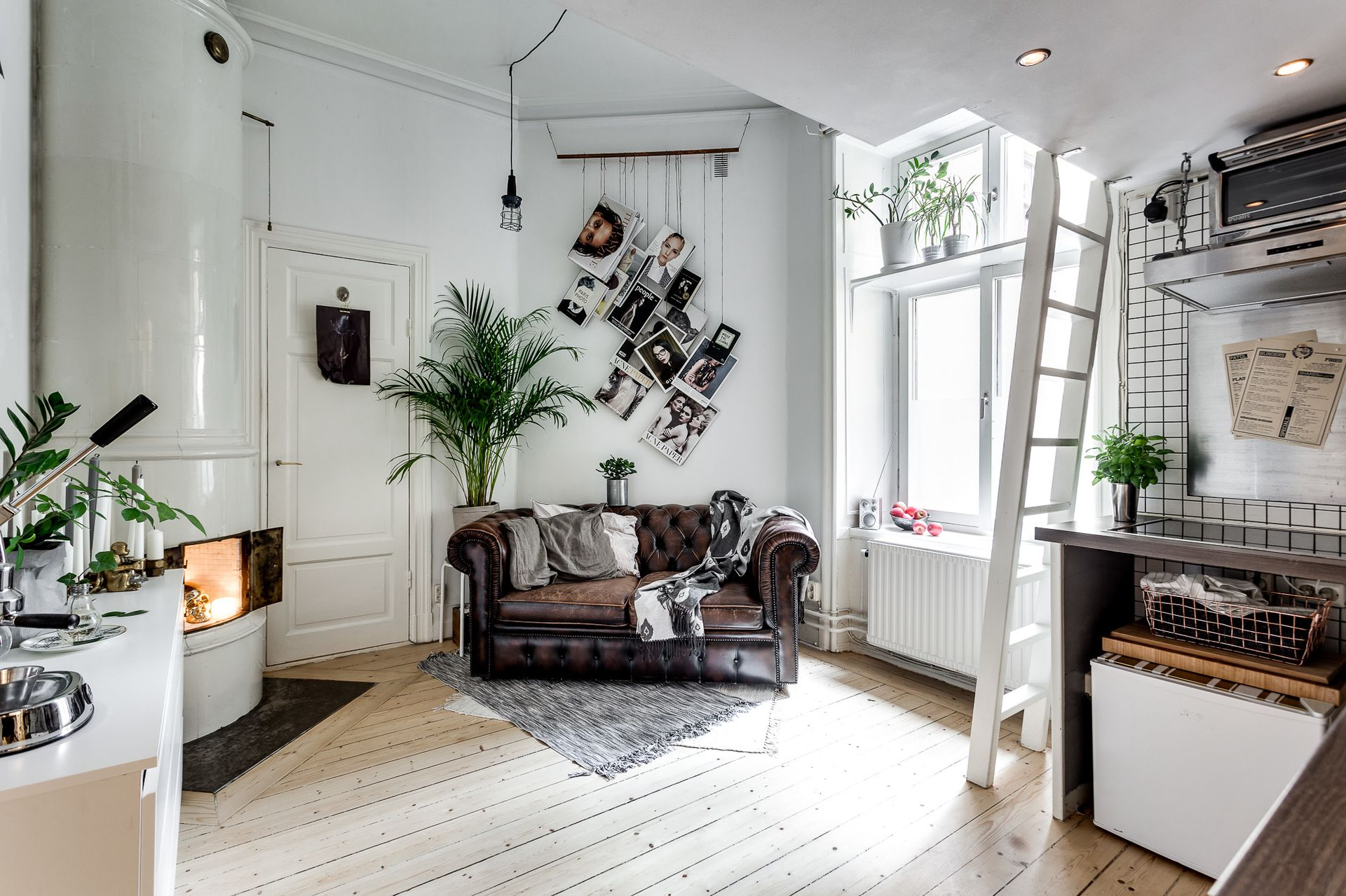A cool tiny studio apartment with Chesterfield sofa and