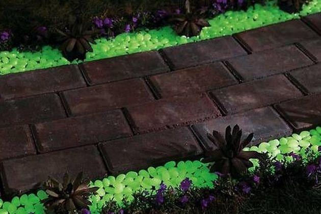 Glow In The Dark Gravel To Illuminate Any Exterior 4 Gardening
