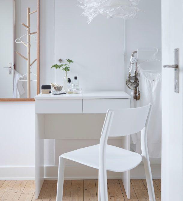 Coiffeuse Blanche Avec Chaise Blanche Devant Ikea