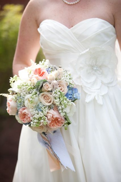 What you should expect when buying flowers  very helpful when doing your budget  Weddings