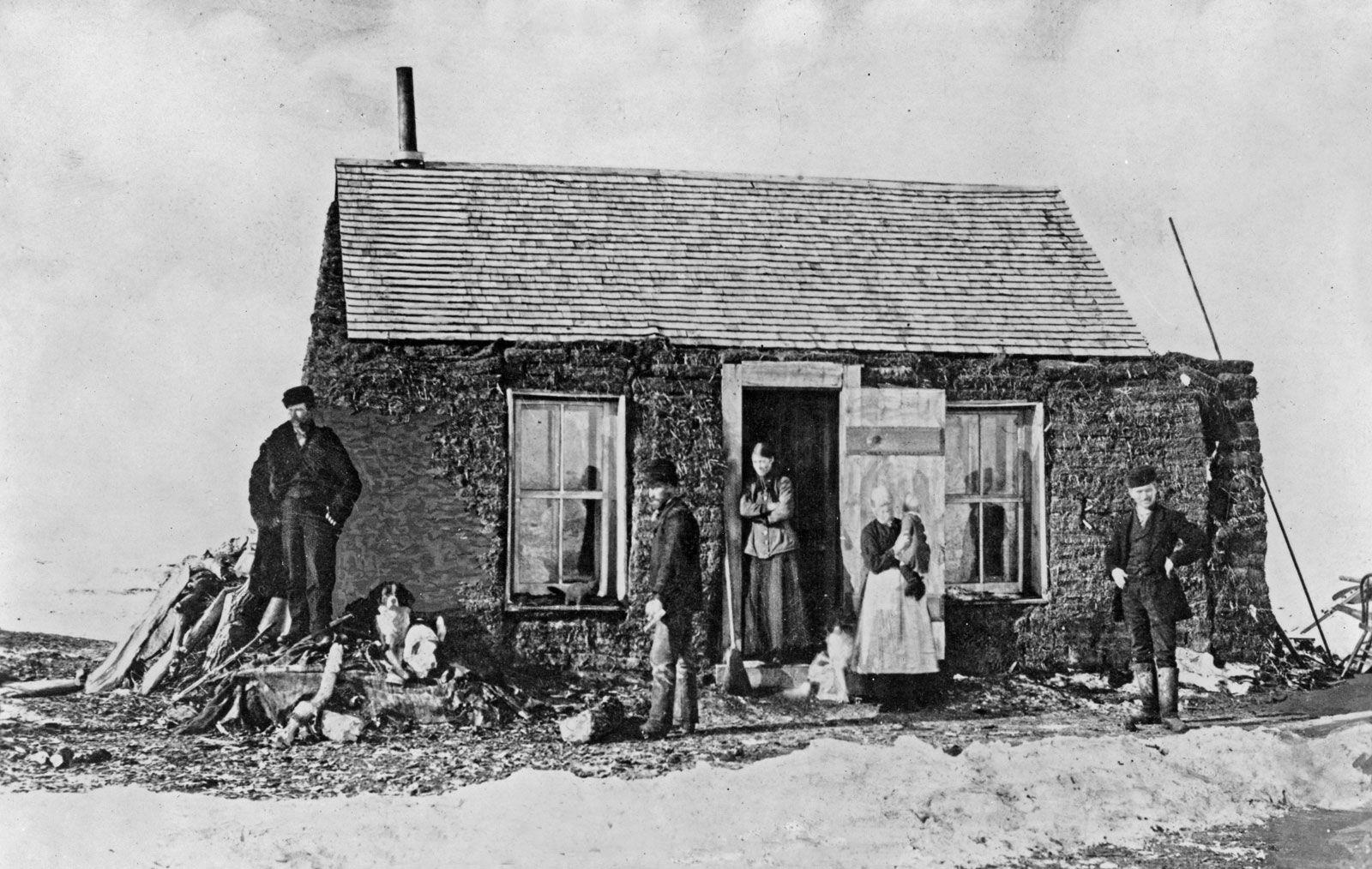 Free Multnoma Falls Winter Wallpaper South Dakota Settlers Outside Their Sod House In Late