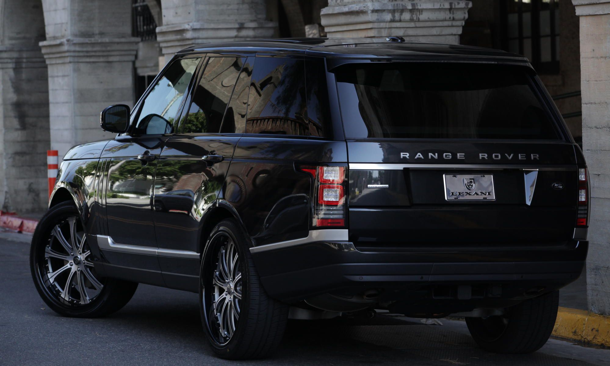 The 2013 Range Rover with machine face and black LR 707 24