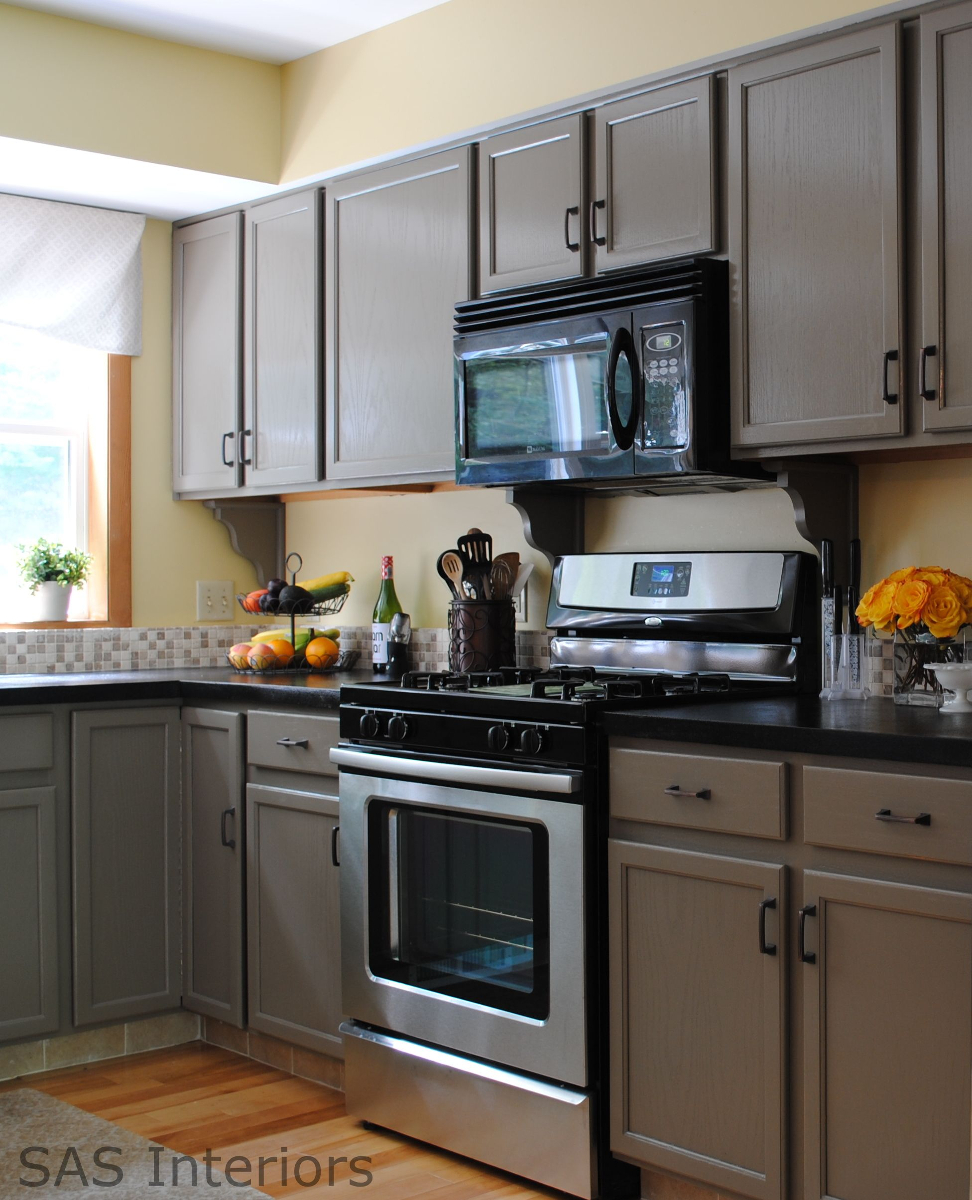 A complete doityourself Kitchen Makeover using Benjamin