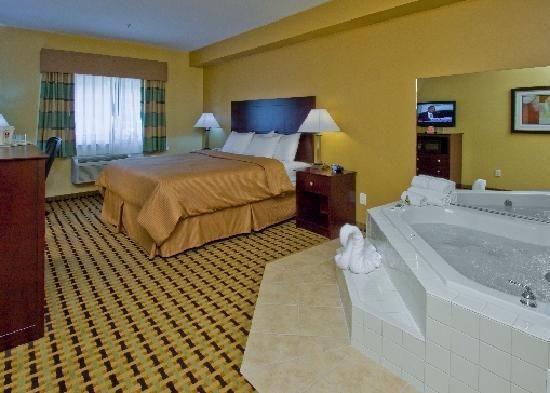 Clarion Inn  Suites Atlantic City North Jacuzzi Suite