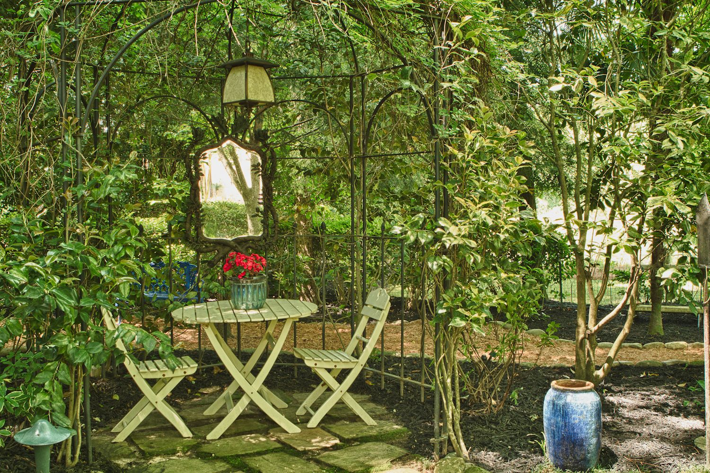 Quirky Gardening Ideas Mirror Small Courtyard Garden Pinterest