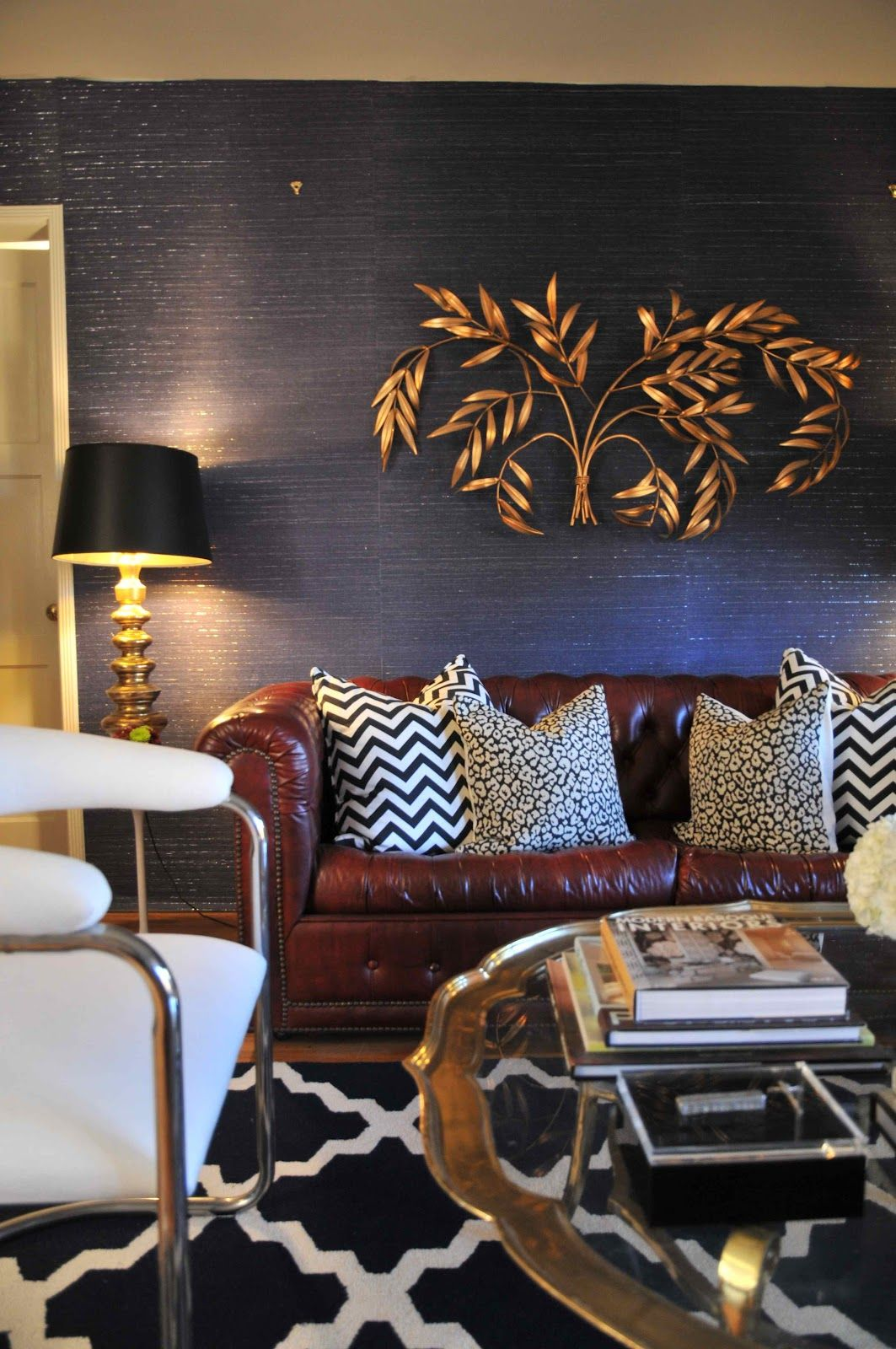 living room ideas with burgundy leather sofa billige chaiselong coffee table blue grasscloth wallpaper wall sculpture